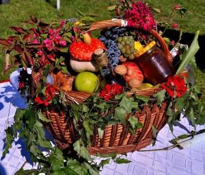 Korb mit gesunden Lebensmitteln
